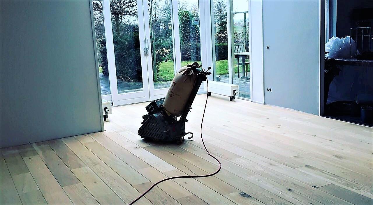 Schuren en afwerken profloor vloeren
